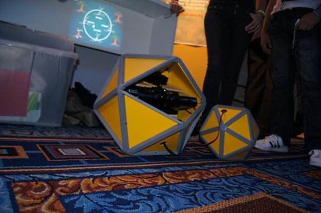 Zaprezentowane projekty wykorzystywały Kinecta, często chowając go w ciekawych urządzeniach /INTERIA.PL