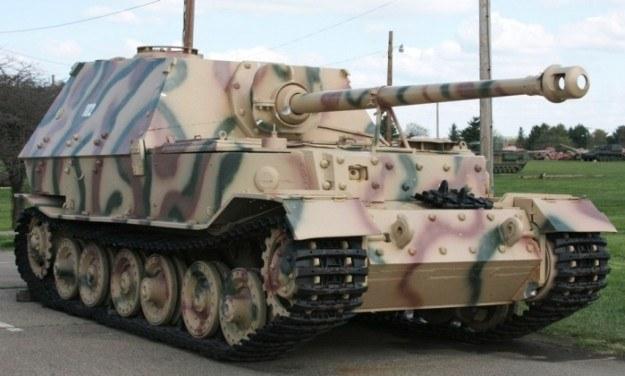 Zaprojektowany przez Porsche niszczyciel czołgów Elefant /