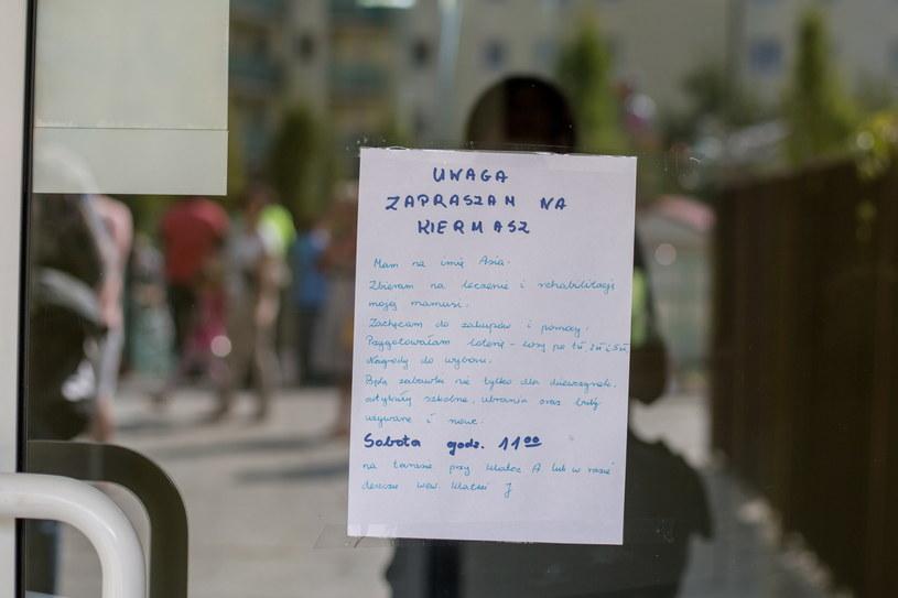 Zaproszenie na charytatywny kiermasz zorganizowany przez 8-letnią Asię /Paweł Jaskółka /PAP