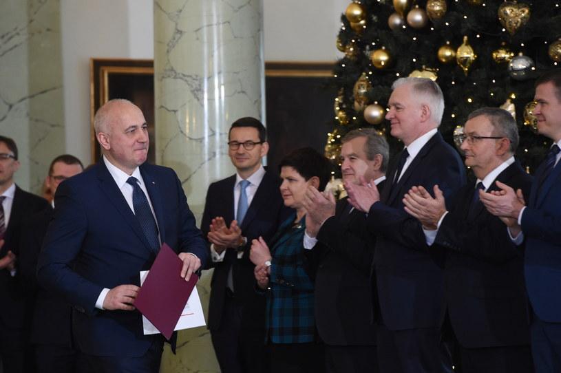 Zaprzysiężony na stanowisko ministra spraw wewnętrznych i administracji Joachim Brudziński (L) /Radek Pietruszka /PAP