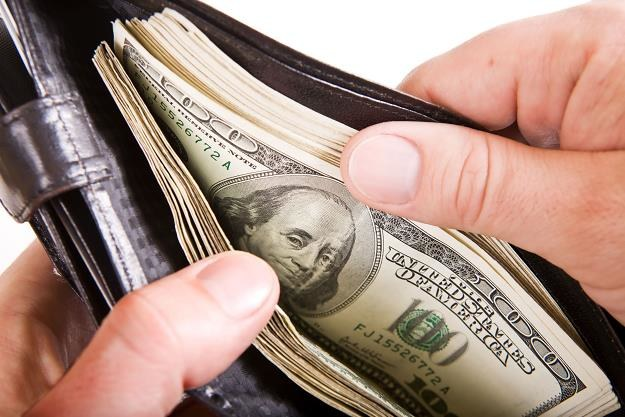 Zarabiasz w walucie? Może być ciężko o kredyt w złotych /©123RF/PICSEL