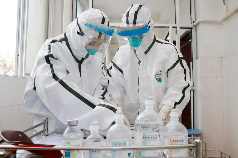 Zarażenie koronawirusem rozprzestrzenia się w szybkim tempie /Feature China/Barcroft Media  /Getty Images