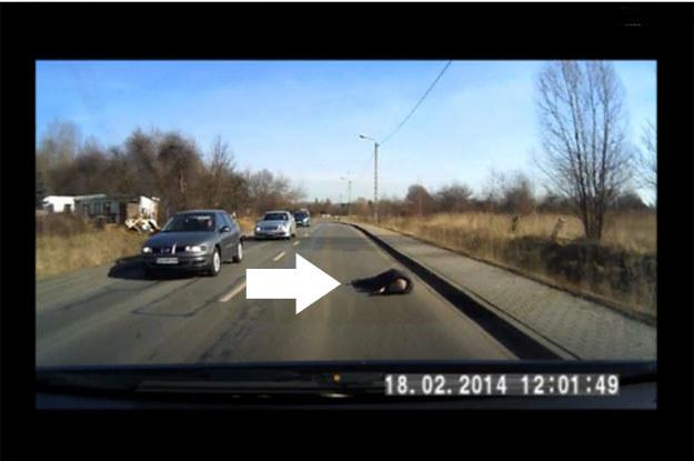 Zarejestrowane kamerą zdarzenie warto rozpatrzeć również w kategoriach: pieszy - kierowca /