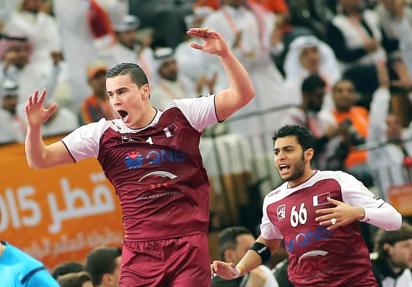 Żarko Marković (z lewej) i Hamad Madadi, czyli reprezentanci Kataru /AFP