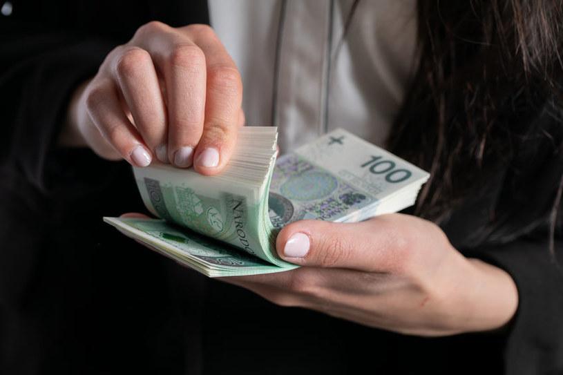 Zarobki absolwentów szkół wyższych rosną /123RF/PICSEL