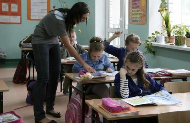 Zarobki nauczycieli dyplomowanych przekroczą teraz przeciętne polskie wynagrodzenie. Fot. A. Borowy /Reporter