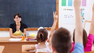 Zarobki nauczycieli: W szkole publicznej o 30 proc. wyższe niż w prywatnej