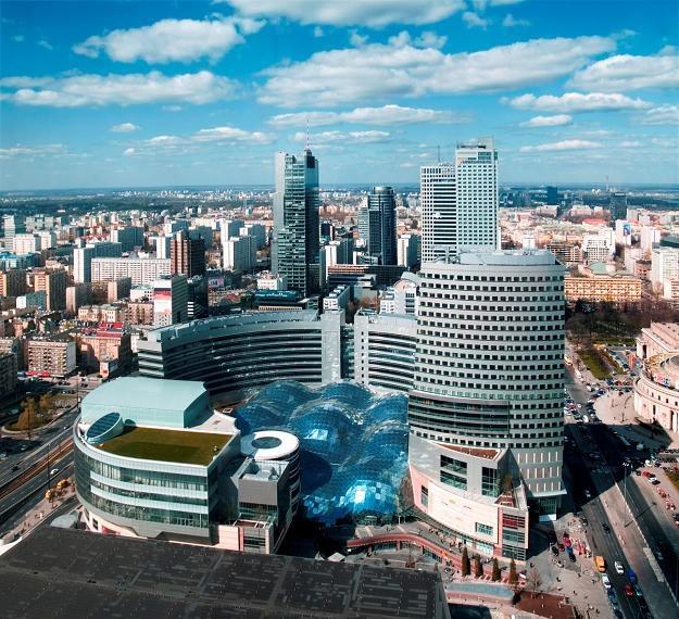 Zarobki osób rozpoczynających pracę w Warszawie należały do rekordowych w Polsce /Informacja prasowa