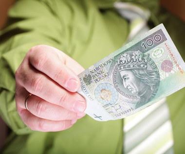 Zarobki w firmach prywatnych i państwowych w 2020 r.