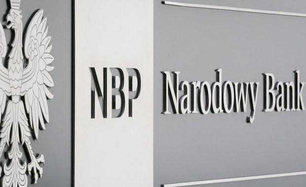 Zarobki w NBP, strajk nauczycieli i zmiana czasu