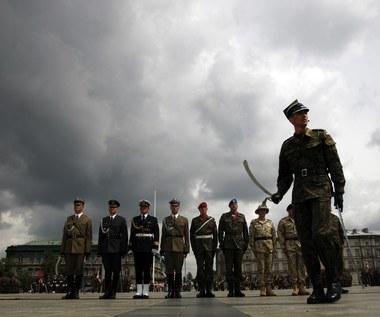 Zarobki żołnierzy: Średnio 3,5 tys. złotych na rękę