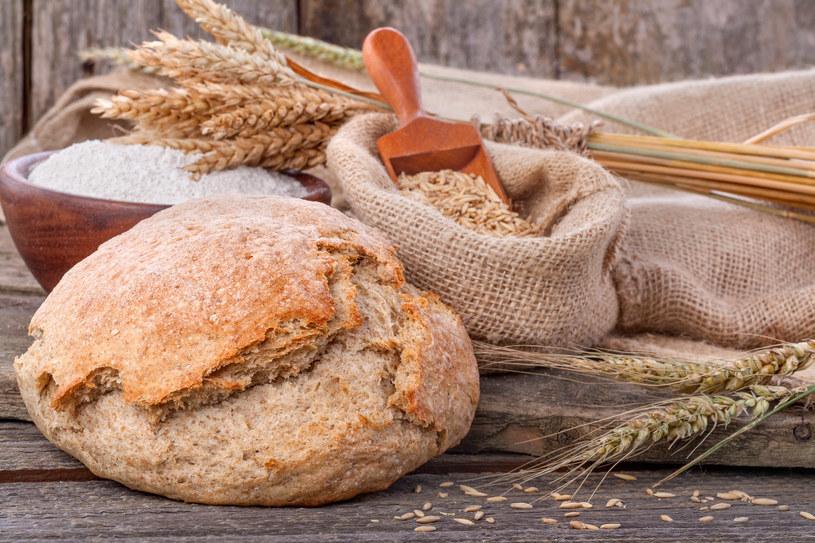 Zarówno mąka żytnia, jak i pszeniczna mają swoje zalety /123RF/PICSEL