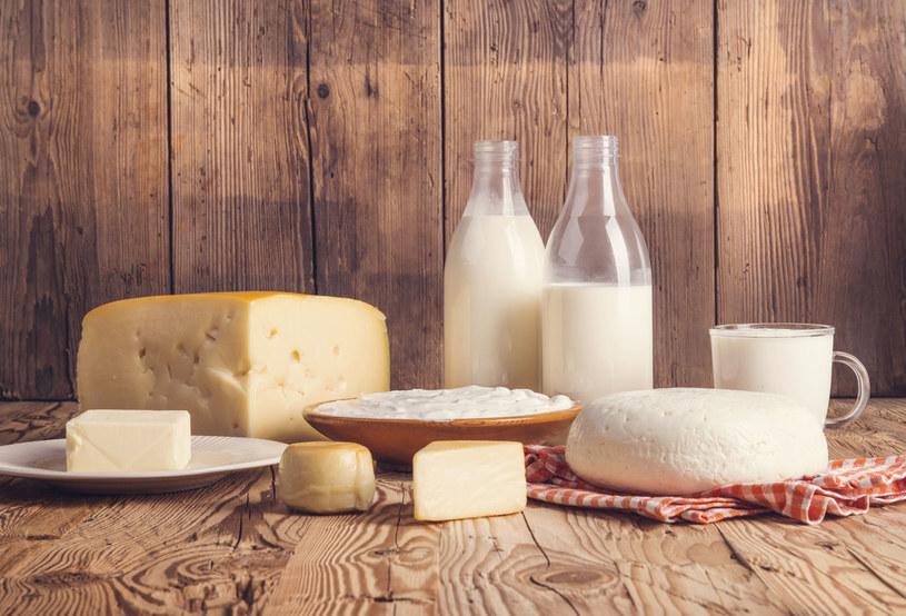 Zarówno mleko jak i jego produkty mogą powodować nietolerancje pokarmowe /123RF/PICSEL