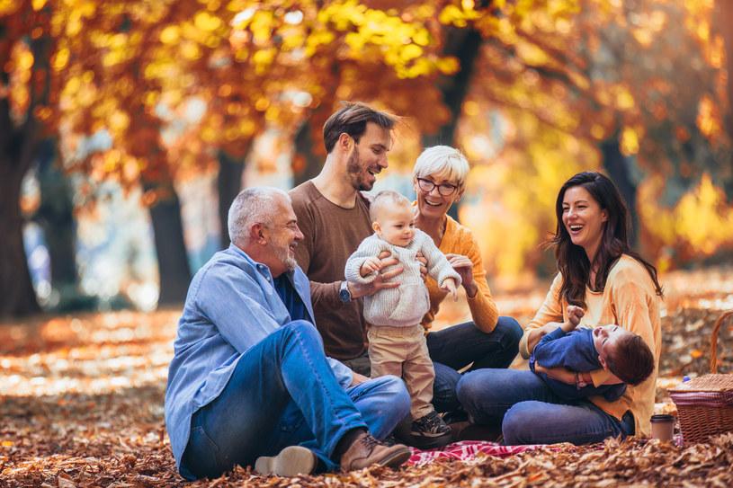 Zarówno o relacje z rodzicami, jak i z partnerem, dziećmi, przyjaciółmi czy współpracownikami trzeba stale dbać /123RF/PICSEL