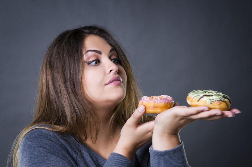 Zarówno świeże, jak i suszone owoce są o wiele zdrowsze od słodyczy /©123RF/PICSEL