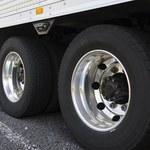 Zarządcy nieruchomości mają problem z parkującymi busami. Służby nie zawsze mogą pomóc