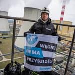 Zarzuty dla aktywistów Greenpeace, którzy weszli na komin elektrowni