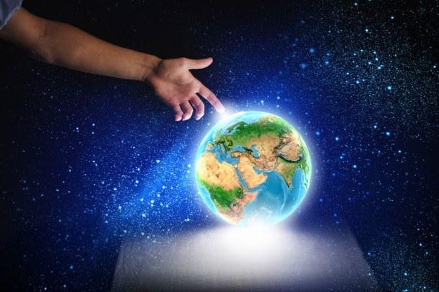 Zasada holograficzna łączy wszystkie sprzeczne ze sobą teorie fizyczne /123RF/PICSEL