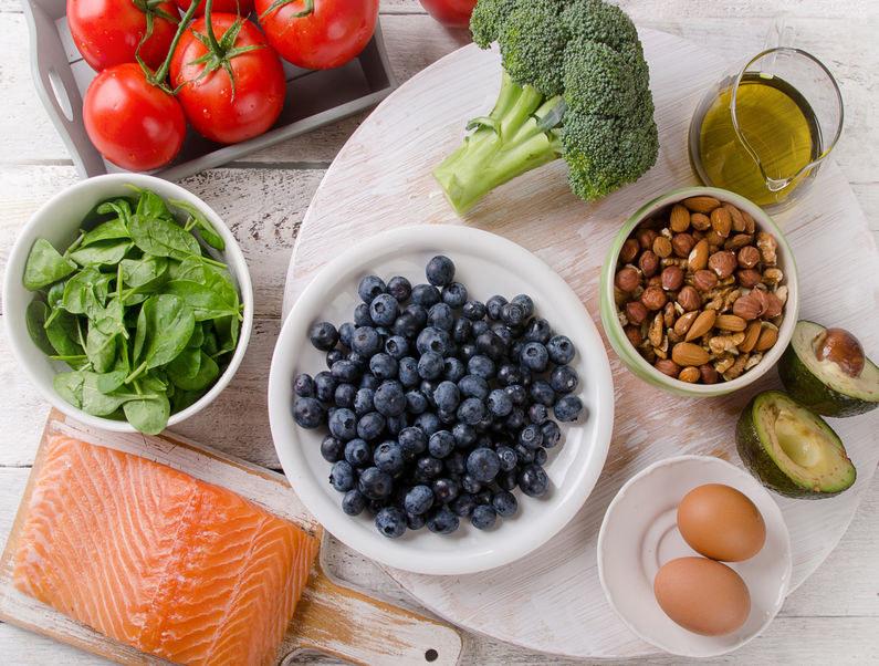 Zasady diety MIND /©123RF/PICSEL