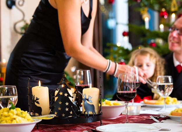 Zasady dobrego wychowania przydadzą się nie tylko przy świątecznym stole /123RF/PICSEL