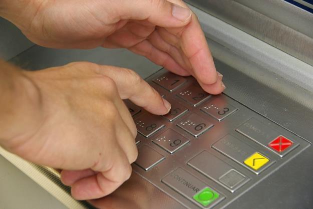 Zasłanianie klawiatury bankomatu to za mało /© Panthermedia