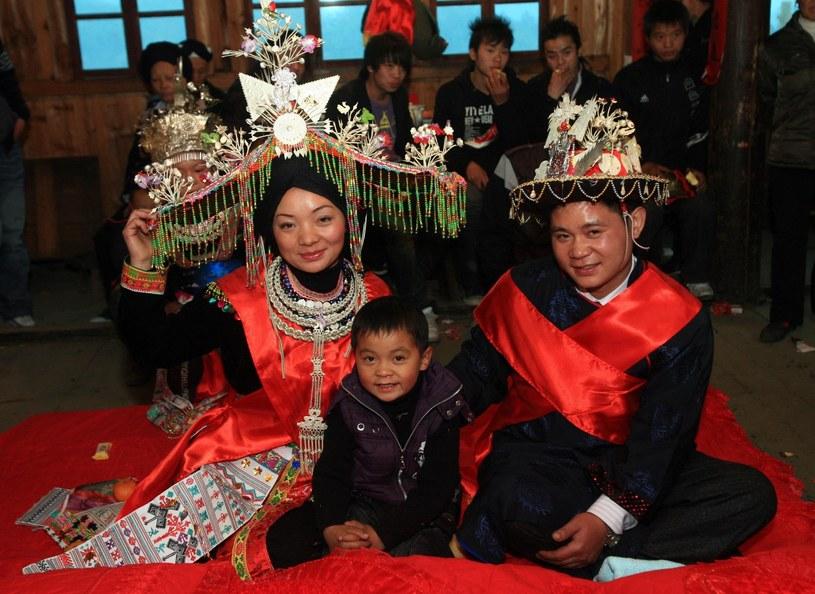 Zaślubiny w Chinach są bardzo zakorzenione w tradycji /East News