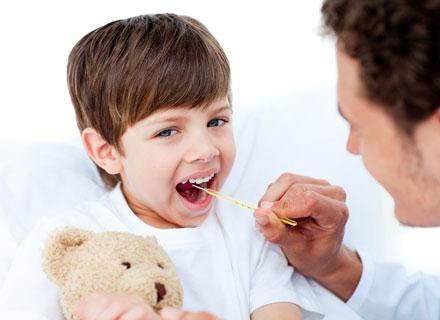 Zastanawiasz się, co zrobić, by skutecznie chronić smyka przed przeziębieniami? /© Panthermedia