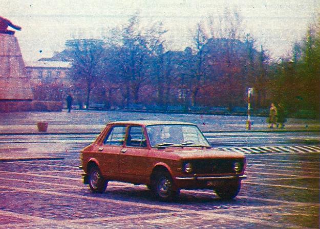 Zastava 1100 p — odmiana Fiata 128, wyprodukowanego w 2,5 milionach egzemplarzy i rozpowszechniona w wielu krajach. Zwarta budowa, rzeczowa sylwetka samochodu bez nadmiernej ilości ozdób. /Motor