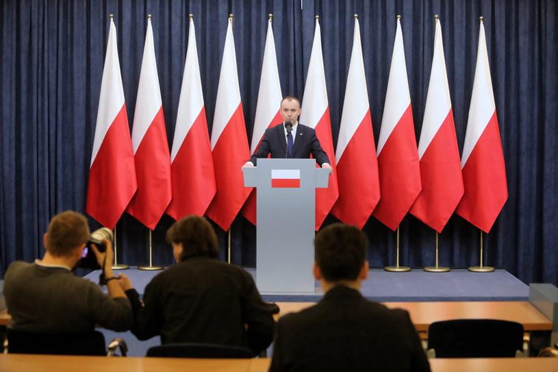 Zastępca szefa Kancelarii Prezydenta RP Paweł Mucha podczas briefingu prasowego /Wojciech Olkuśnik /PAP