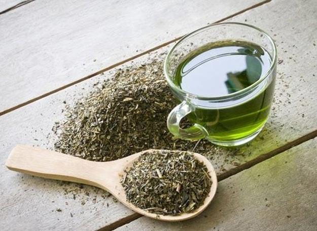 Zastosowanie ekstraktu z zielonej herbaty w połączeniu z ćwiczeniami może potencjalnie pomóc ludziom schudnąć /Picsel /123RF/PICSEL