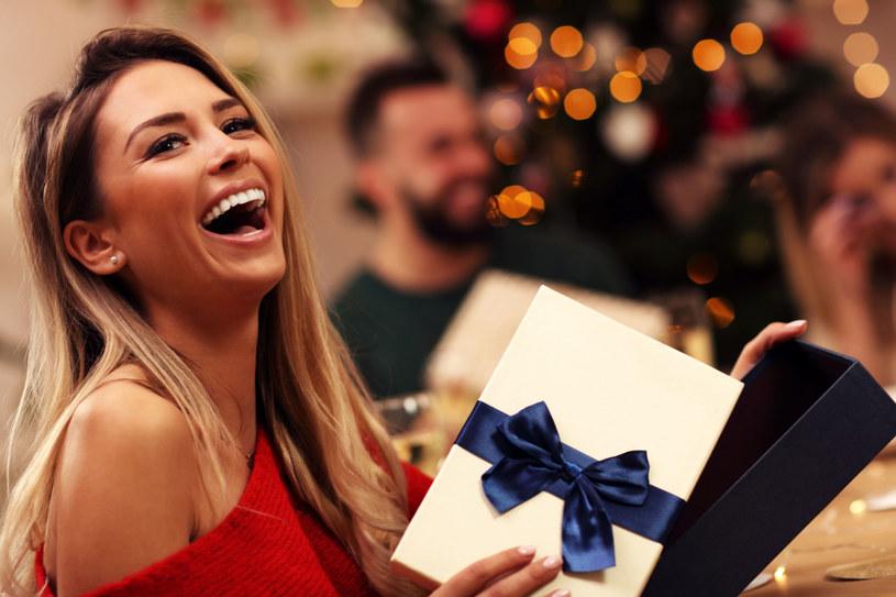 Zastosuj kilka prostych rad, a w święta zachwycisz pięknym uśmiechem /123RF/PICSEL