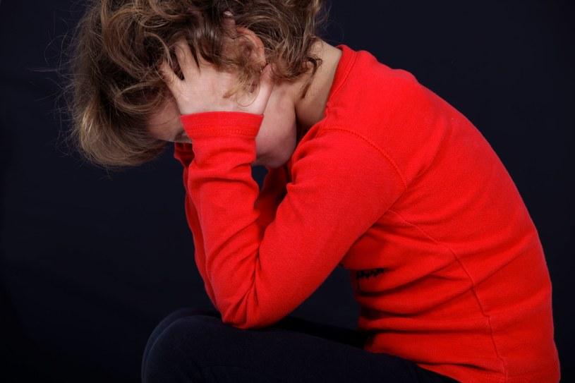 Zastraszeni, zawstydzeni chłopcy nierzadko zaczynają obwiniać siebie. A winny zawsze jest dorosły /123RF/PICSEL