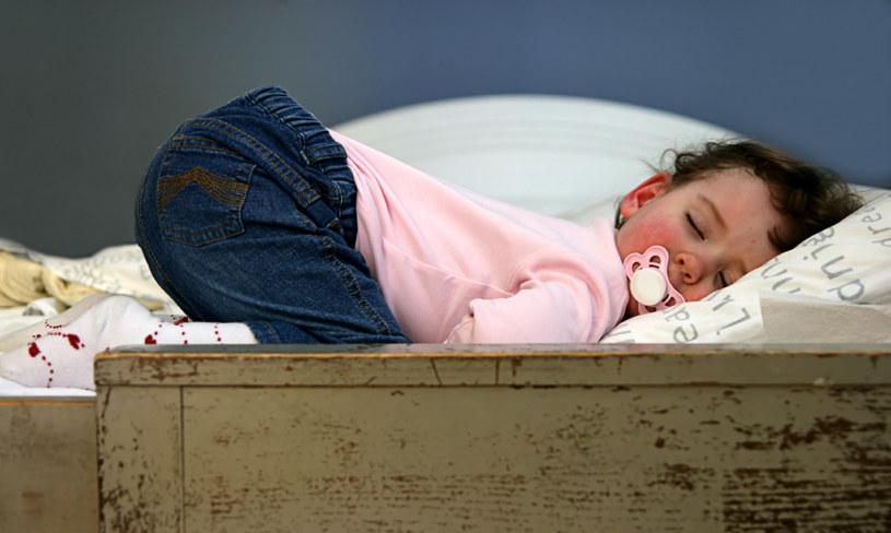 zasypianie dzieci /© Photogenica