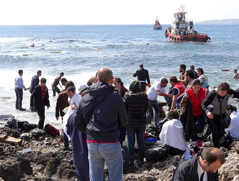 Zatonął kolejny statek z imigrantami. Trwa akcja ratunkowa /PAP/EPA