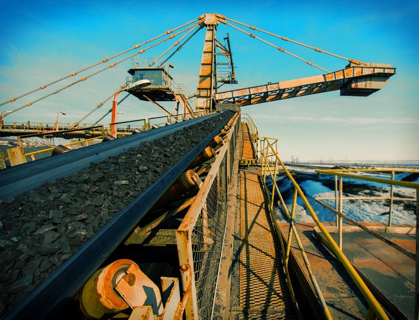Zatrudnienie w górnictwie rośnie, choć wydobycie spada /123RF/PICSEL