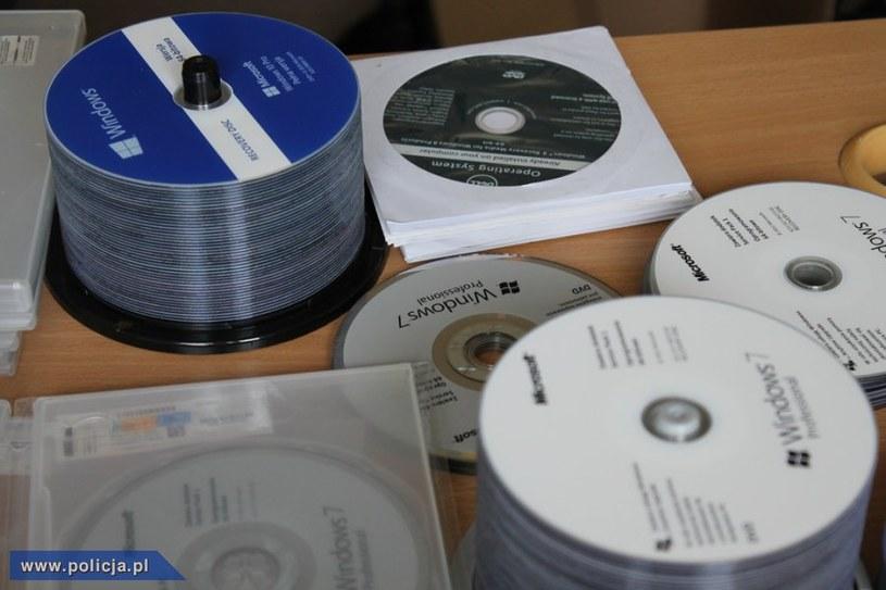 Zatrzymane małżeństwo sprzedawało nielegalne kopie programów Microsoft /materiały prasowe