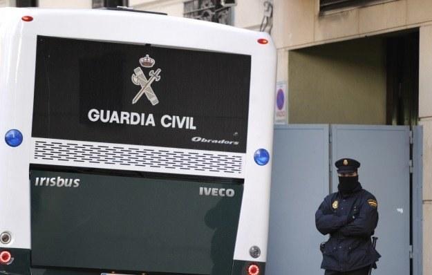 Zatrzymani przez Guardia Civil hakerzy zarazili 13 mln komputerów na całym świecie /AFP