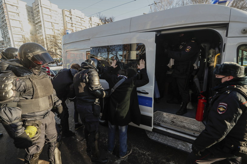 Zatrzymania przed sądem w Moskwie /YURI KOCHETKOV /PAP/EPA