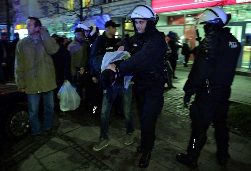Zatrzymanie kibiców/ fot. Radek Pietruszka/ PAP /AFP