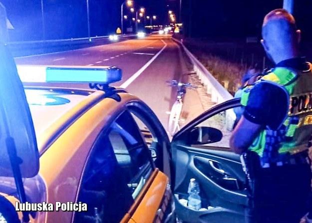 Zatrzymanie pijanego kierowcy na drodze S3. /Policja