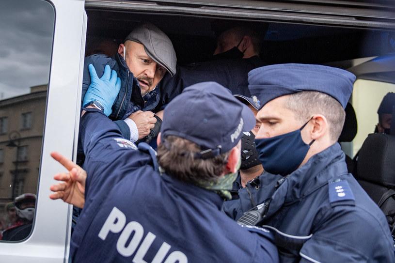 Zatrzymanie przez policję senatora RP Jacka Burego podczas strajku przedsiębiorców w Warszawie /Piotr Hukalo/East News /East News