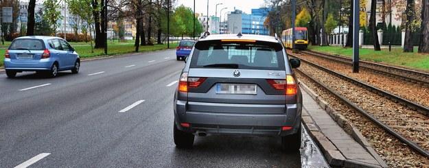 zatrzymanie przy krawędzi jezdni /Motor