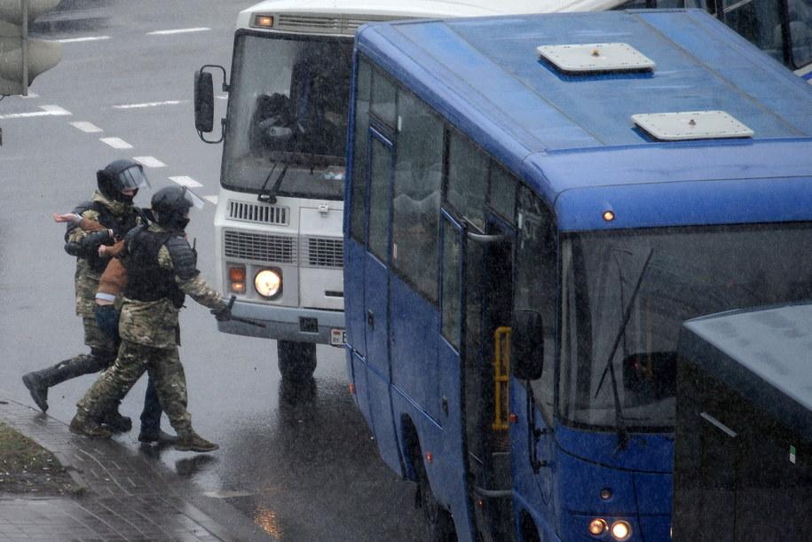 Zatrzymanie uczestnika protestu w Mińsku / STR   /PAP/EPA