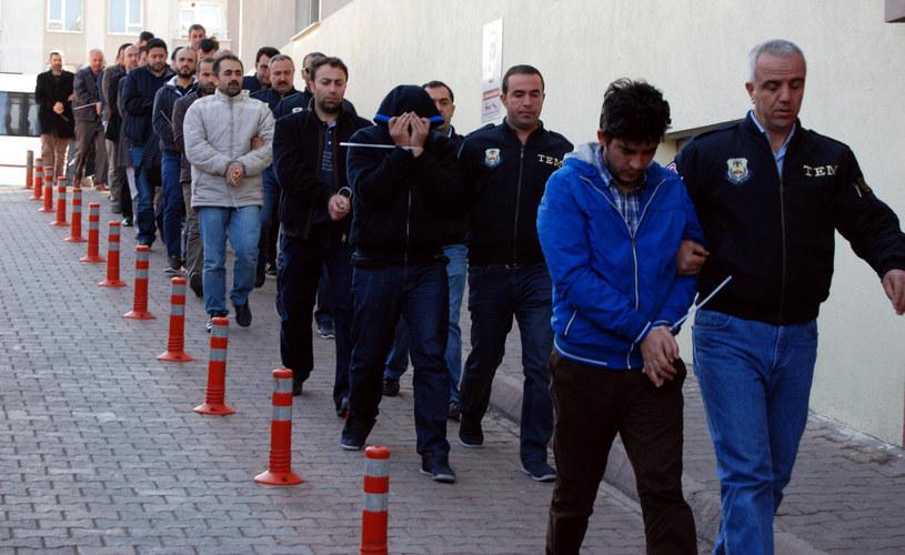 Zatrzymano 35 osób podejrzanych o współpracę z Gulenem /Olcay DUZGUN / DOGAN NEWS AGENCY / AFP /AFP