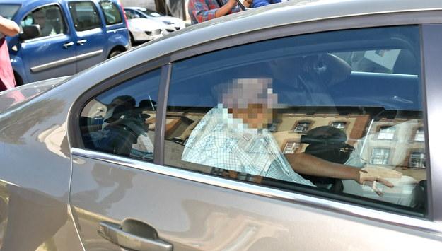 Zatrzymany Marek M. (C w samochodzie) doprowadzany przez agentów CBA do Prokuratury Regionalnej we Wrocławiu, / Maciej Kulczyński    /PAP