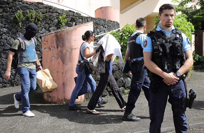 Zatrzymany mężczyzna ma dwadzieścia kilka lat i niedawno przeszedł na islam /RICHARD BOUHET /AFP