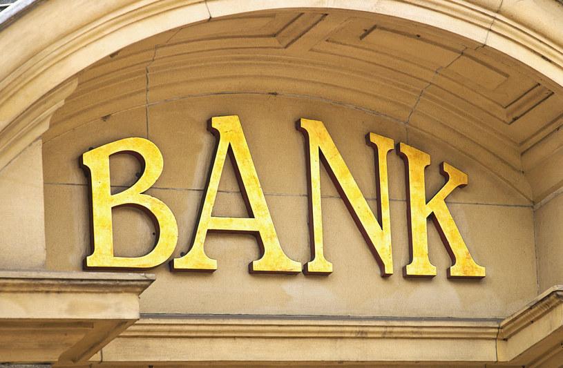 Zaufanie Polaków do sektora bankowego ulega poprawie /123RF/PICSEL