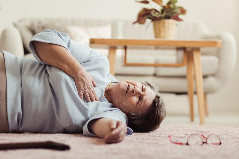 Zawał serca należy podejrzewać zawsze, gdy występuje u kogoś silny ból w klatce piersiowej /123RF/PICSEL