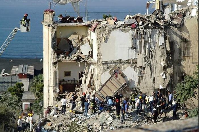 Zawalenie się 4-piętrowego budynku w Torre Annunziata /La Repubblica /Twitter