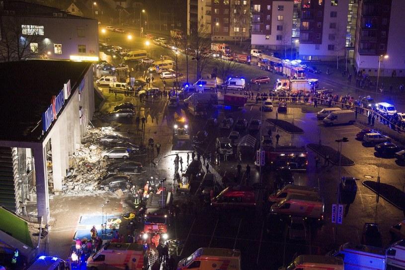Zawalił się dach supermarketu. Rośnie liczba zabitych /PAP/EPA